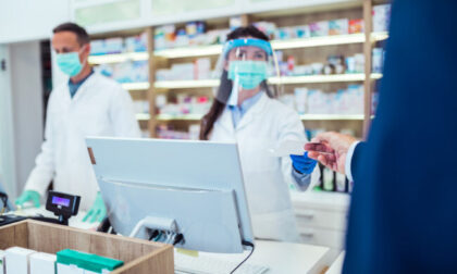 """Stop al """"mercato libero"""" dei tamponi in Lombardia: nelle farmacie solo se aderiscono al protocollo Figliuolo"""
